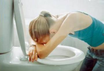 Второй признак булимии - искусственное вызывание рвоты