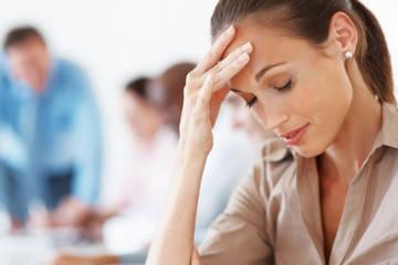Заложенность носа - одна из причин головной боли