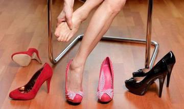Обувь на высоком каблуке - причина появления натоптышей