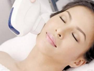 Аппаратное омоложение лица после 40 лет в косметическом салоне