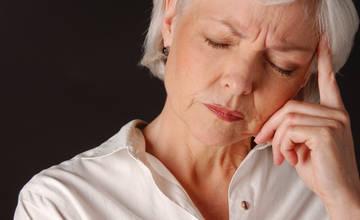 Сухость влагалища часто начинается с наступлением у женщины менопаузы