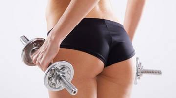 Упражнения с гантелями подтягивают женскую грудь, ягодицы, талия становится тоньше, пресс крепче