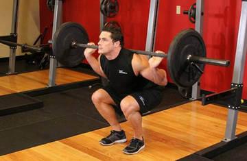 Упражнения для накаченных мужских ягодиц - приседания с весом