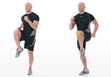 Упражнения для накаченных мужских ягодиц - бег с высоко поднятыми ногами