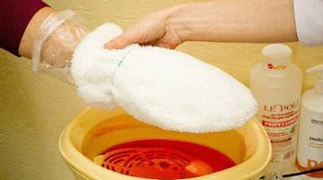 """После создания парафиновых """"перчаток"""" следует надеть теплые рукавички"""