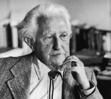 Эрик Хомбергер Эриксон (1902—1994) — американский психоаналитик