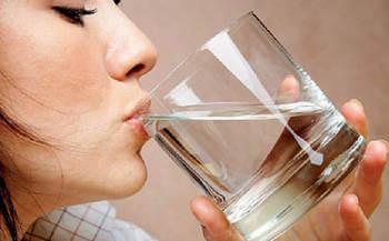 Обильное питье во время очищения кишечника магнезией