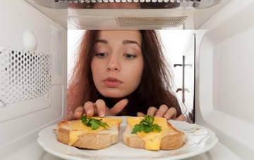 Разогрев пищи в микроволновой печи