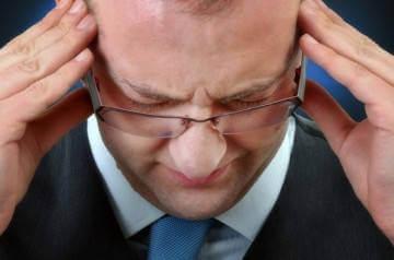 Сильная головная боль может быть предвестником геморрагического инсульта