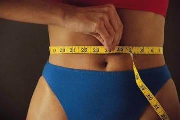 Измерение объема талии у женщины