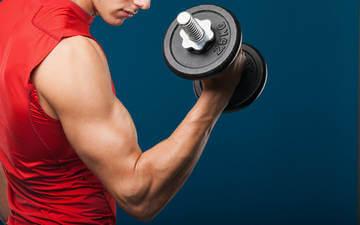 Упражнения с гантелями способствуют созданию красивого тела